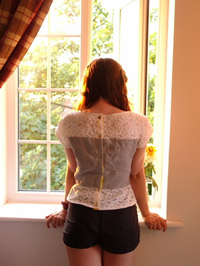 Lace-blocked tee, back 2